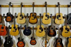 Into the Music, Strumenti musicali Genova